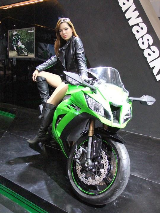 车模 美女 美女与摩托