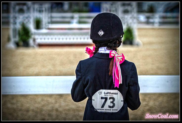 小美女与赛马