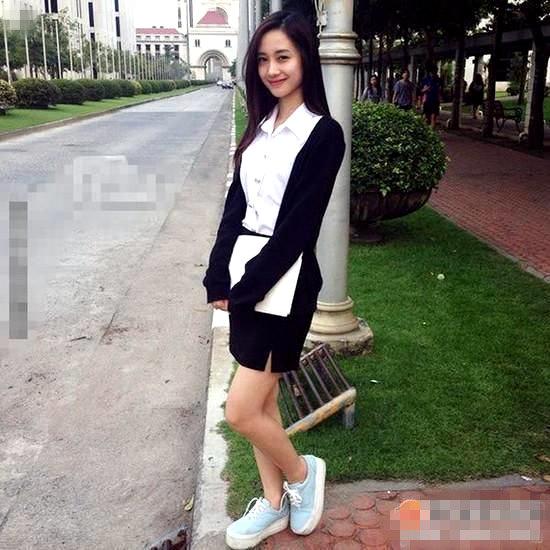 高颜值越南大学校花奶茶妹走红 似Angelababy